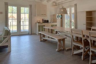 Loonsche Land - 12 persoons Schaapskooi inrichting keuken & woonkamer