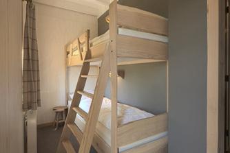 Loonsche Land - 12 persoons Schaapskooi inrichting stapelbed slaapkamer