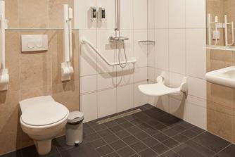 Vakantiepark Loonsche Land Hotel - Aangepaste rolstoelvriendelijke Hotelkamer 6 personen - Badkamer